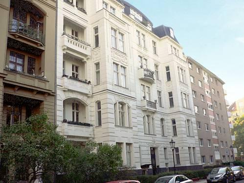 Wohn- und Geschäftshaus in Berlin-SchönebergGebaut um 1900, Saniert 1998 / Umwandlung in Wohnungseigentum